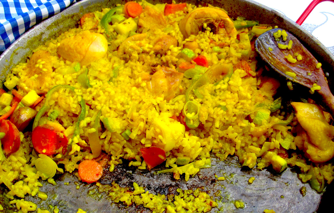 arroz con pollo in a large pan